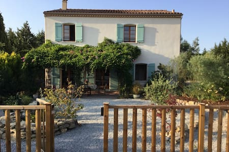 Large family home in Aude with pool (sleeps 10) - Saint-Papoul - Talo