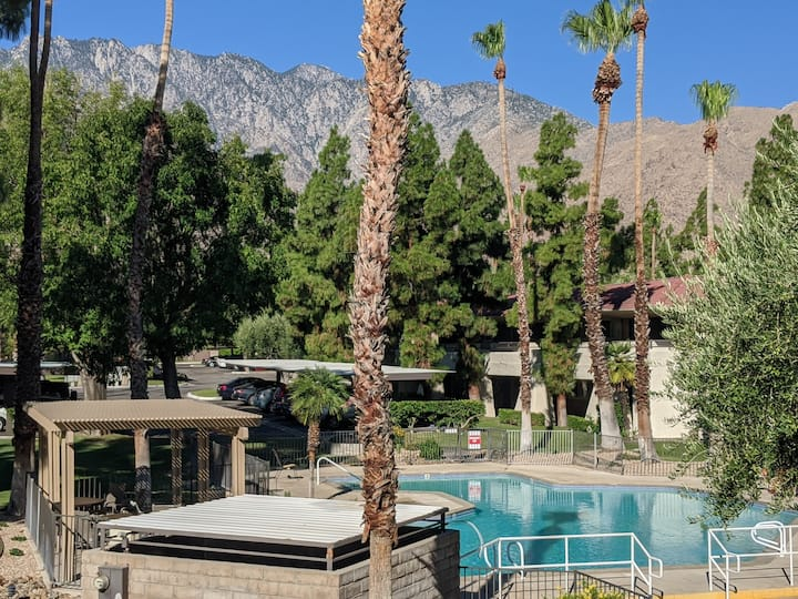 Club Tropicana - Palm Springs Home with a View