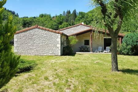 Maison dans parc à 2 pas de la rivière Ardèche