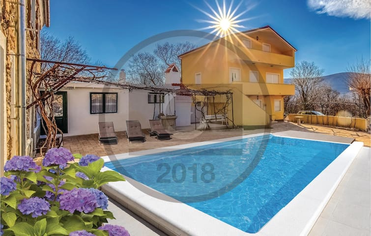 Holiday cottage with 3 bedrooms on 125 m² in Drivenik