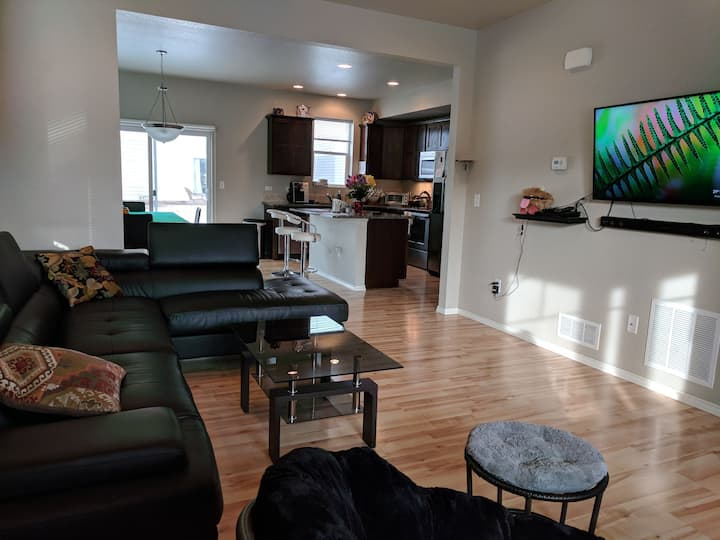 Private room near Old Town / CSU (Room B)