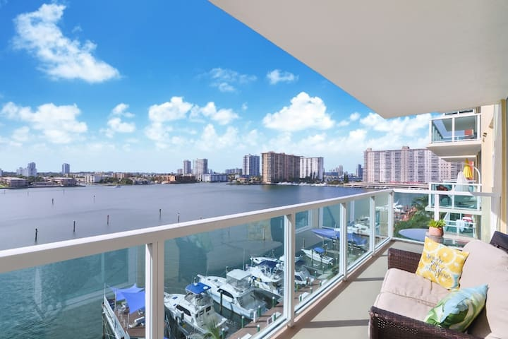 Gorgeous 2BD Penthouse with BALCONY/MARINA VIEW