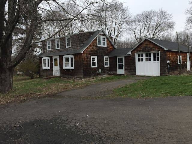 Entire House short drive from Wesleyan Univ. - Middlefield - Hus