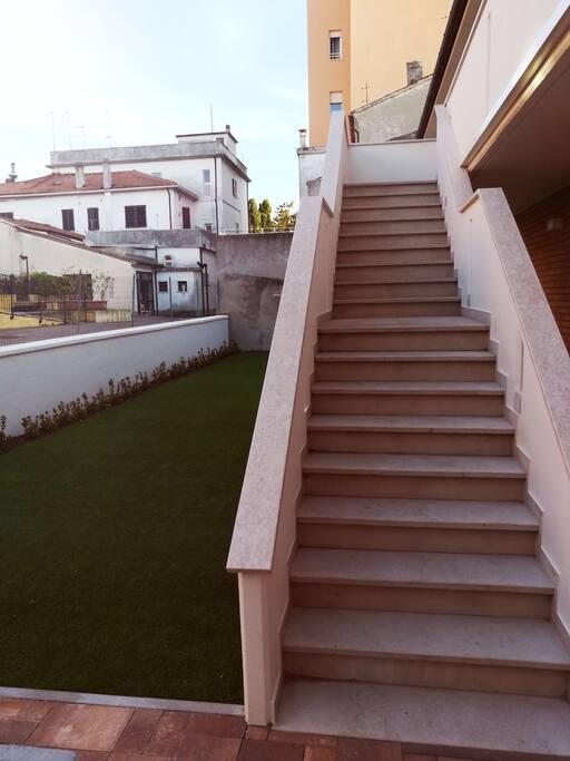 Scale di accesso piano superiore residence