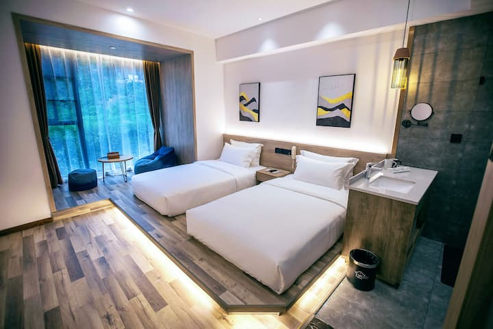 twin bed room near by national park