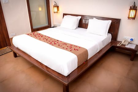Comfortable Stay At Matheran - House