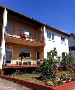 Spacious 3 br home 10 min Ramstein - House
