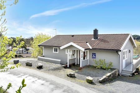 Lovely house in the countryside & close to the sea - Grimstad - Casa