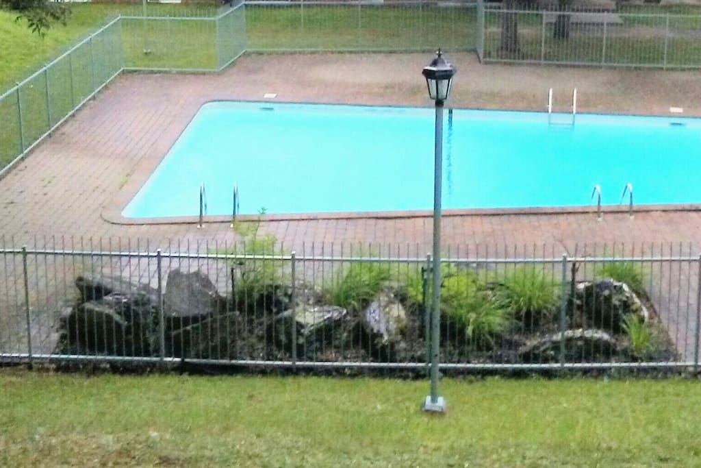 Pool 7 days a week  Monday to friday 1pm to 8pm Saturday to Sunday 10:30am to 8pm
