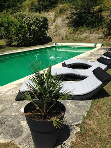 Gite 4 personnes, piscine privée - Roquecor - House