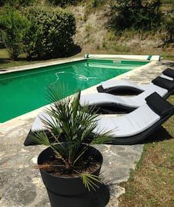 Gite 4 personnes, piscine privée - Roquecor - Casa