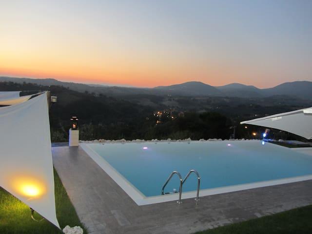Villa Selci per 8 persone - Piscina a sfioro