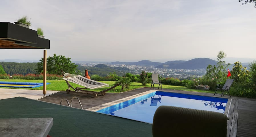South facing Summervilla with view over Graz, Pool