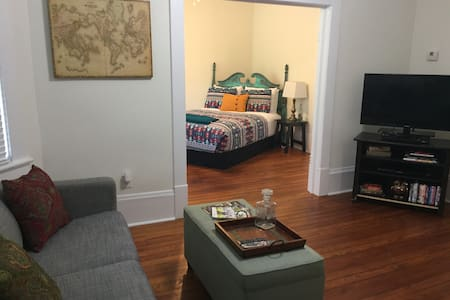 Cozy Downtown Apartment on Forsyth! - Savannah - Íbúð