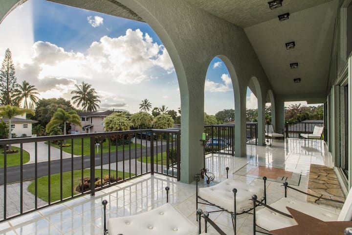 Princeville Penthouse w/ Majestic Mountain Views