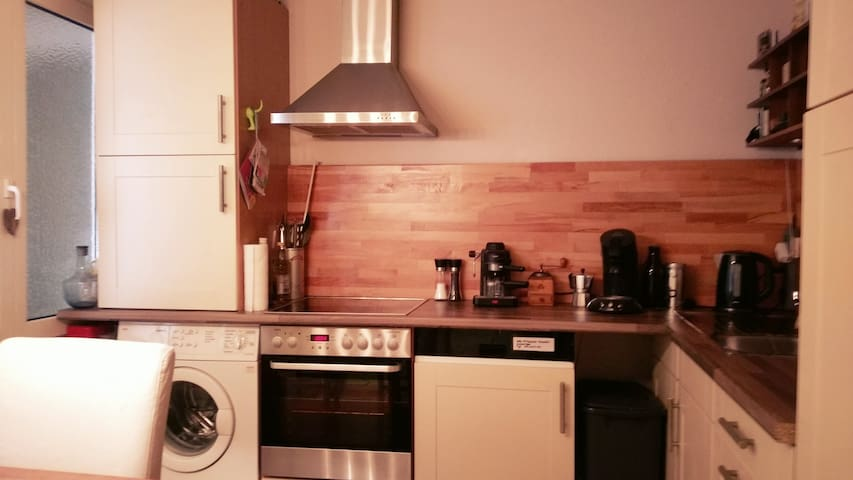 Central, creative apartment near KÖ/Altstadt - Düsseldorf - Daire