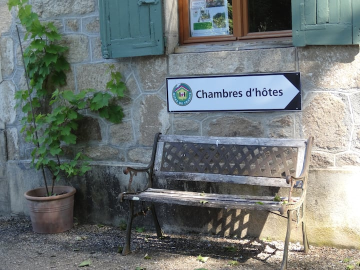 Les Cerisiers Bed and Breakfast