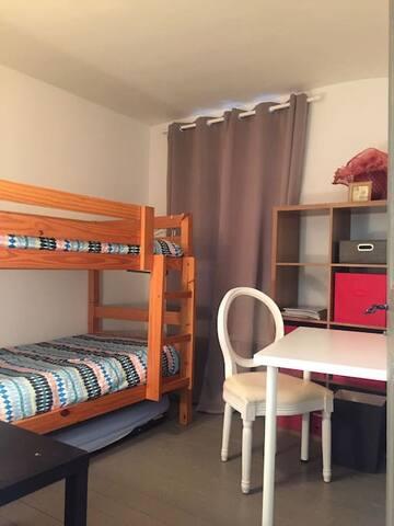 Petite chambre/bureau.