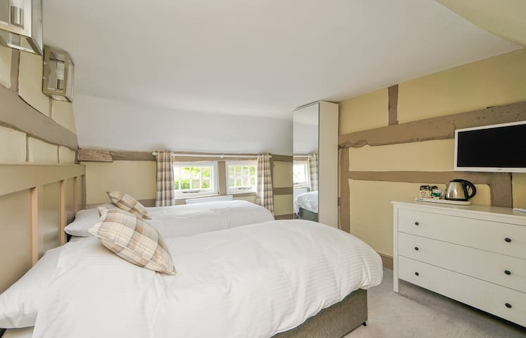 Pretty bedroom arranged as twin or king double with bathroom at The Windmill Inn - Littleworth. HORSHAM