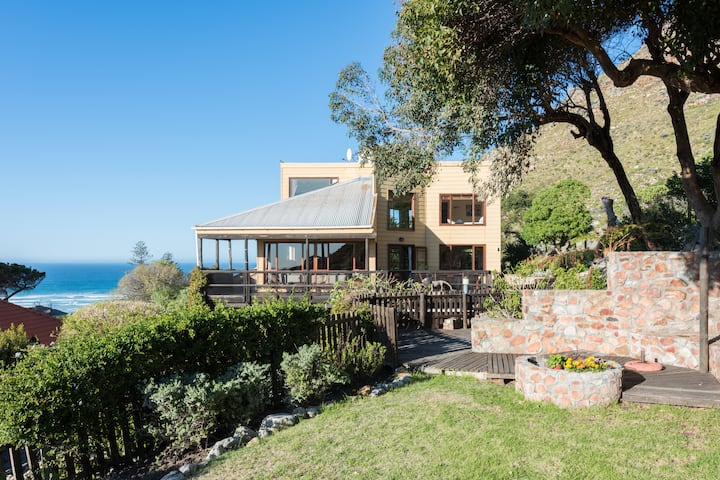 Mountain villa: beach, views & nature