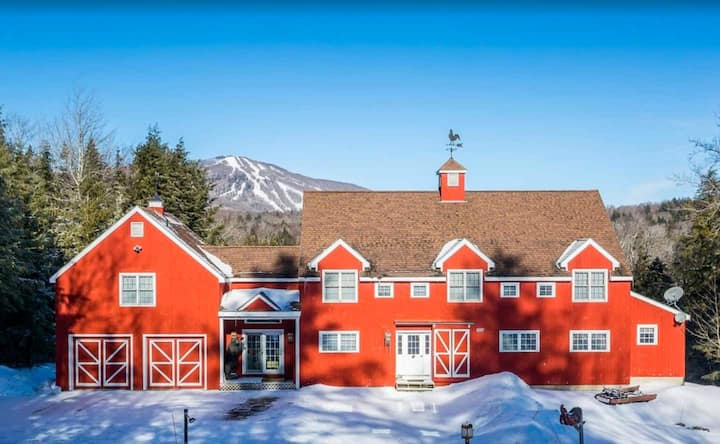 A+ STRATTON COUNTRY ESTATE WITH VIEWS, HOT TUB