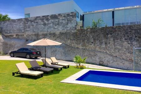 Cuernavaca Club de Golf Santa Fe casa minimalista.