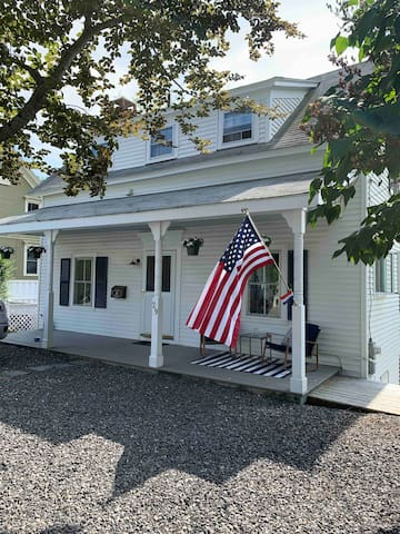 Waterfront Harbor Cottage in Camden, Maine!