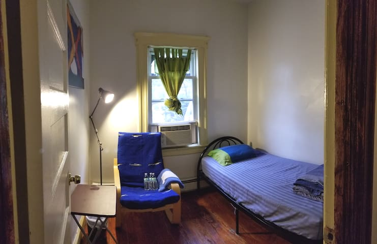 Jersey City, Journal Sq, Cozy Pvt Room in House