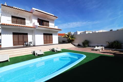 ★ Large Villa ★ Private Pool ★ Albufeira ★ 5 Beds★
