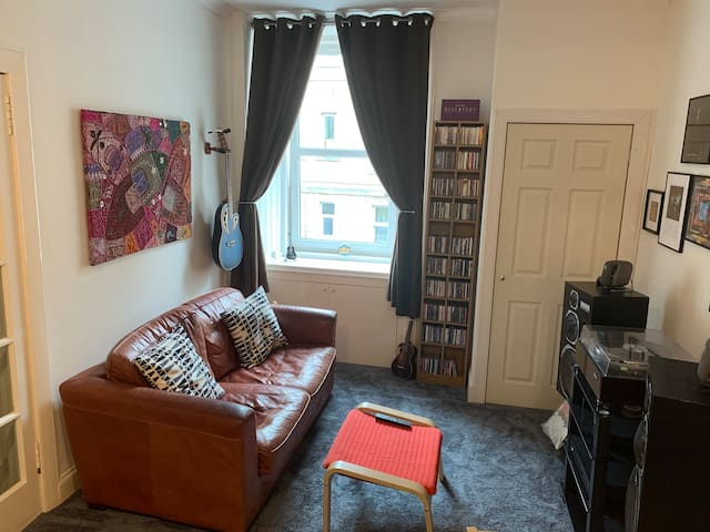 Sunny 1 bed flat close to the heart of Edinburgh