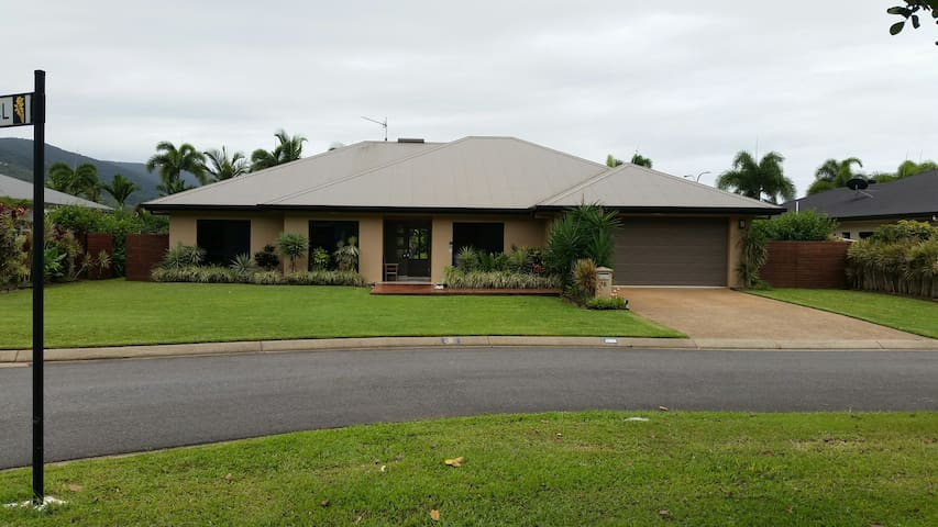 Family Home with Pool in FNQ - Kewarra Beach