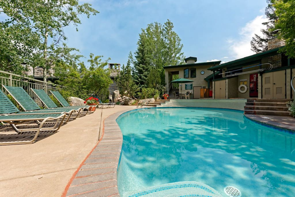Tamarack community pool - Beautiful pool short walk from your door