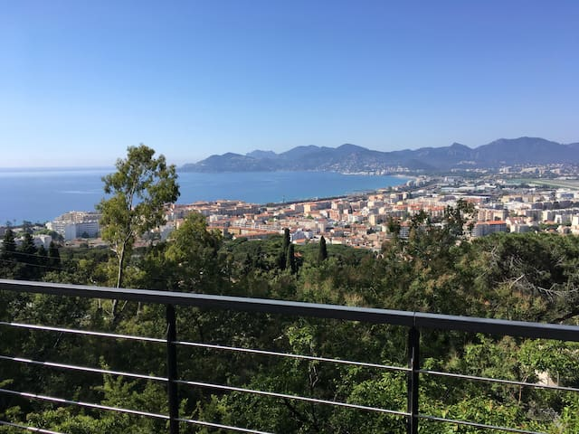 5* luxury bedrooms available 14-18th May - Cannes - Villa