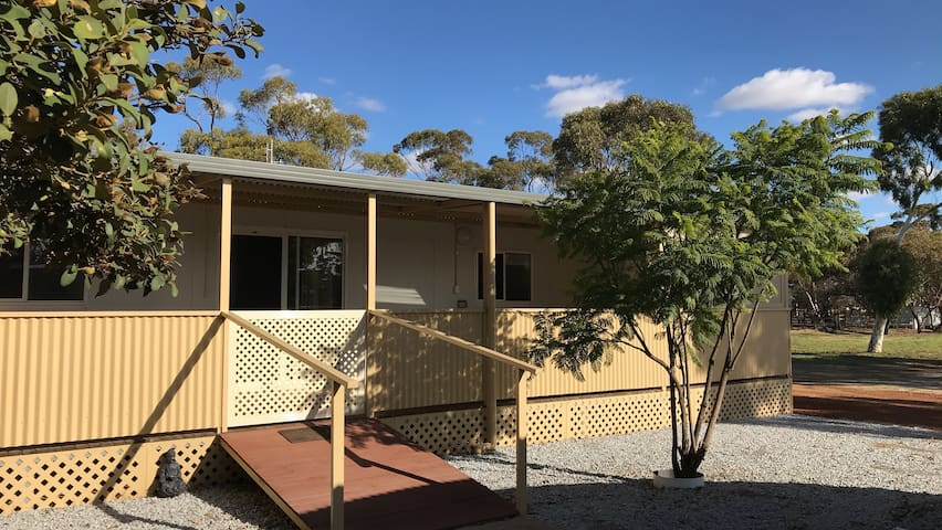 Country Cottage, Moora - The Wild Flower Country