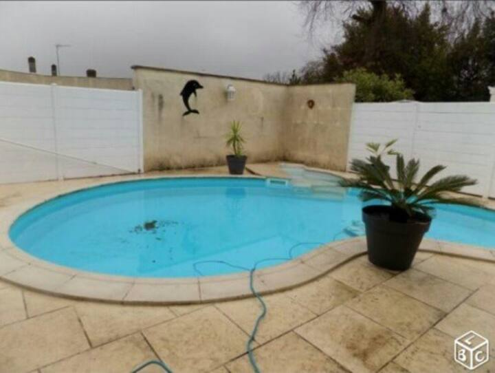 CHBRE 11M² DS MAISON PISCINE CRS FLORENT, CLINIQUE