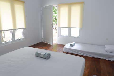 LA NADIYA PAHAWANG ISLAND | 1 PRIVATE ROOM