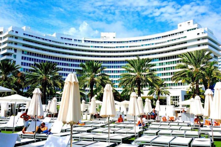 Fontainebleau Hotel Jr. Suite Tresor w/Balcony