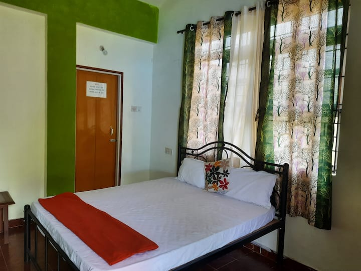 Green view room, single room with Double bed
