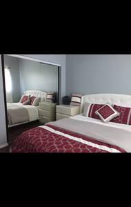 Beautiful Cozy Queen Bedroom W/ TV! - 英格爾伍德(Inglewood)