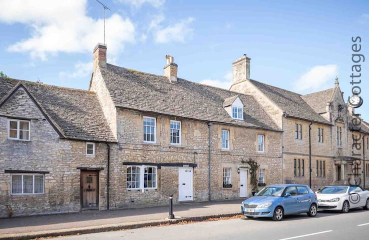 Fairholme, a stunning Cotswold stone holiday home