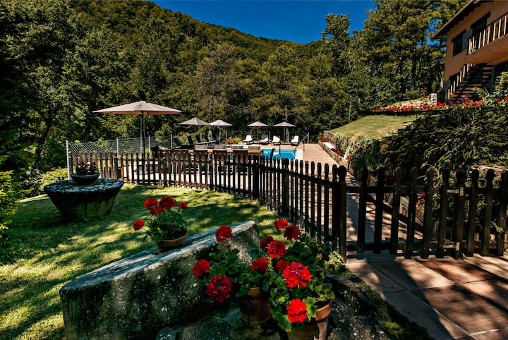 Preciosa casa amb piscina i jardí en plena natura