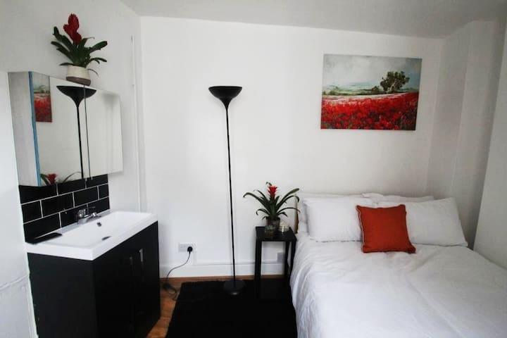 Double room near Oxford St, Tottenham Court Road