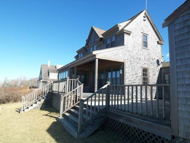 Classic Waterfront Wauwinet Home 129524