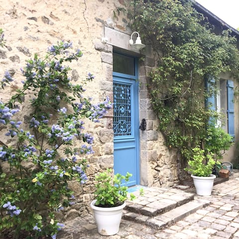 Modern and charming stonehouse close to beaches - Guérande - House