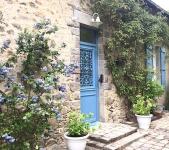 Modern and charming stonehouse close to beaches - Guérande - 独立屋