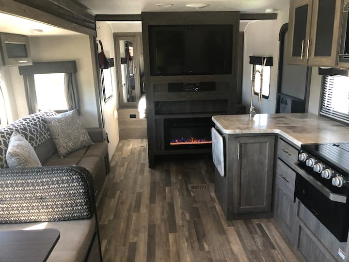 BRAND NEW 2020 Vibe - A Luxury Home on Wheels!
