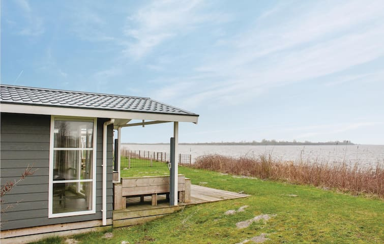Holiday cottage with 3 bedrooms on 50m² in Lauwersoog