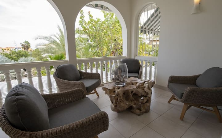 Luxury 2 bedroom Seaview Apartment - The Penthouse