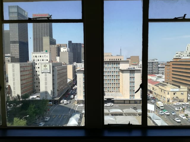 Modern 8th floor apartment in Jozi CBD (Room 1)
