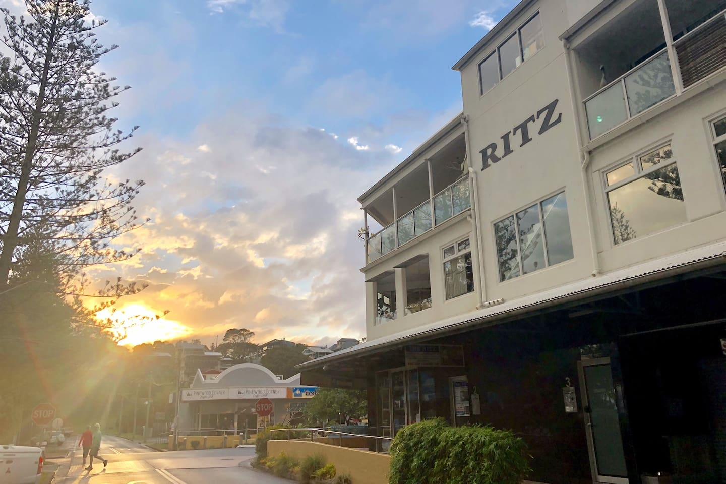 The Ritz is a first floor stylish apartment  located in the picturesque, seaside village of Yamba.  Voted the 'Best Town' in Australia in 2009, a decade later Yamba has not lost any of its friendly charm, relaxed atmosphere or sensational eateries.